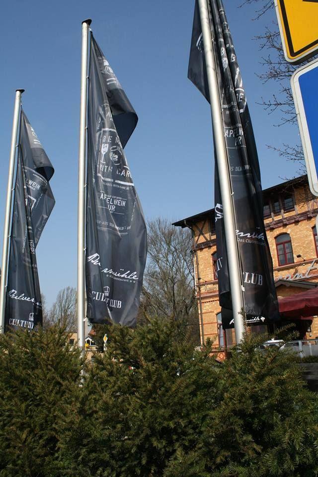 Unschlagbar günstige und qualitativ hochwertige Fahnen in Mannheim, gibt es bei Bannerhammer.de. In den Fahnenshop können Sie ihre Fahnen erstellen und bedrucken