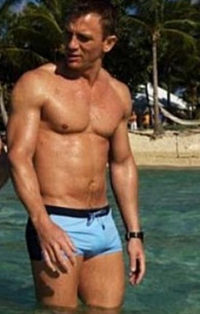 6f5231947f Another shot of the blue trunks. - Happy Valentines! -Splashtablet Shower  iPad Case RP   My Sweet Valentine   Daniel graig, Daniel craig james bond,  Daniel ...