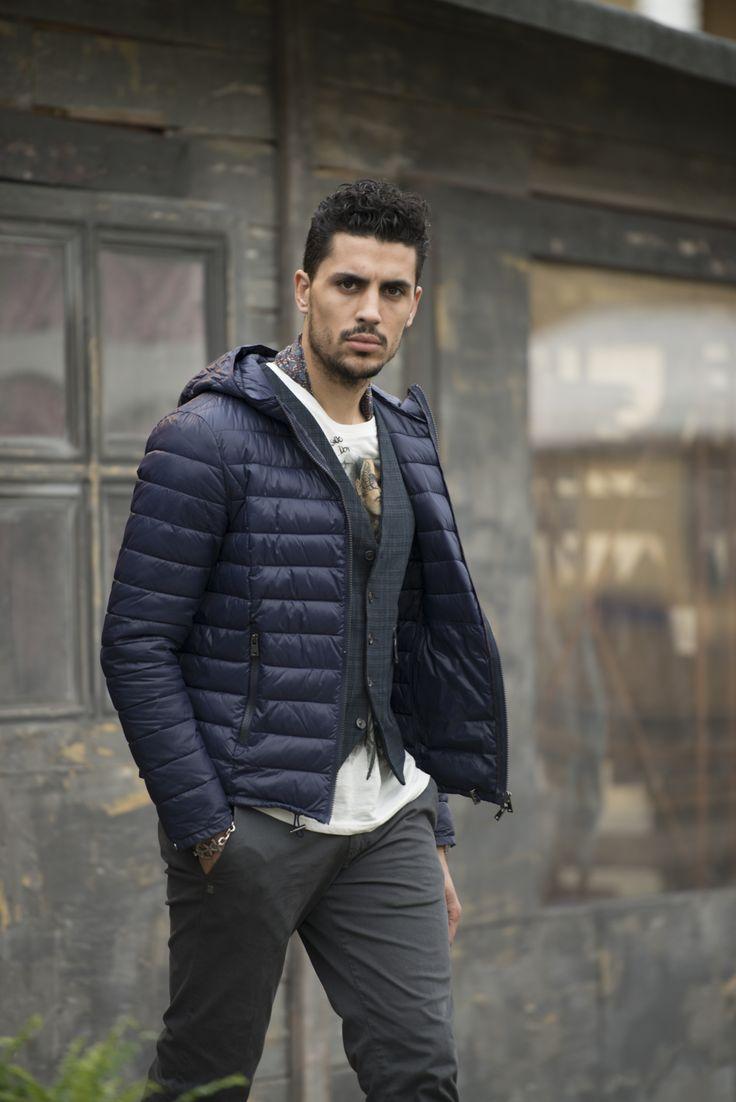 #outfit dell'uomo #40weft: un piumino leggero su un un gilet a quadri di cotone effetto flanella e un una t-shirt con stampe uniche. Il pantalone un slim fit, tessuto stretch, ultra comodo ma sempre #fashion.