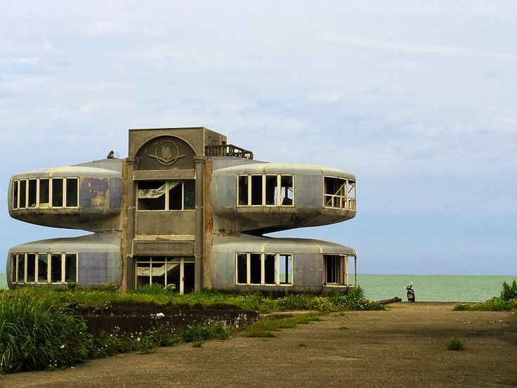 Amedeo Liberatoscioli: Il villaggio fantasma di Sanjhih - Tra i posti abbandonati più belli del mondo.