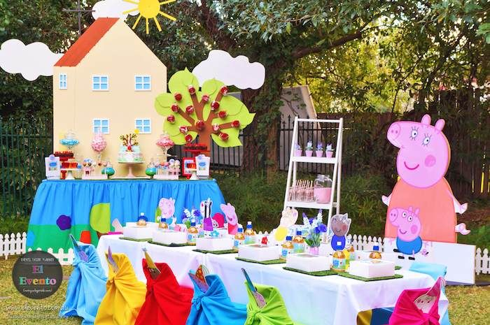 Peppa Pig 3rd birthday party via Kara's Party Ideas KarasPartyIdeas.com Printables, cake, decor, desserts, games, and more! #peppapig #peppapigparty (12)