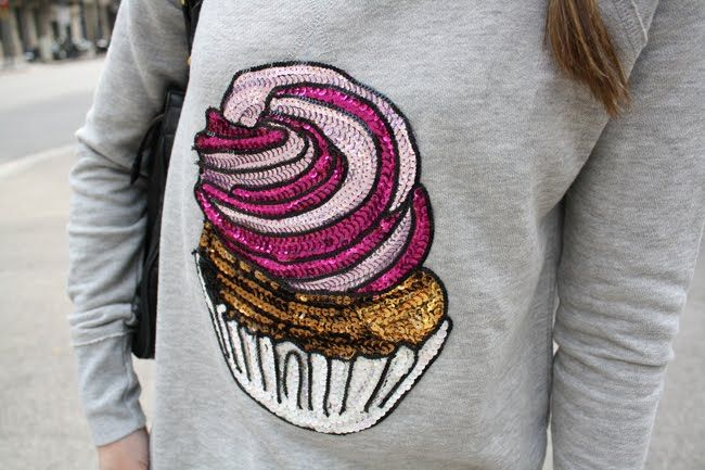 Dare to DIY in English: DIY Tutorial: Cupcake jumper with sequins