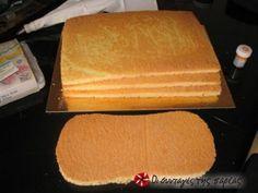 Η δόση αυτή φτιάχνει ένα παντεσπάνι 30Χ40... οποτε αν θέλουμε να κάνουμε μια τούρτα μεγάλη ορθογώνια θα κάνουμε 3 τα ίδια.