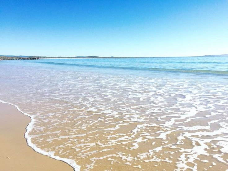 Main Beach on a clear day.. ☀️  www.tinystyle.com.au   #noosa #visitnoosa #sunshinecoast #tinystyle