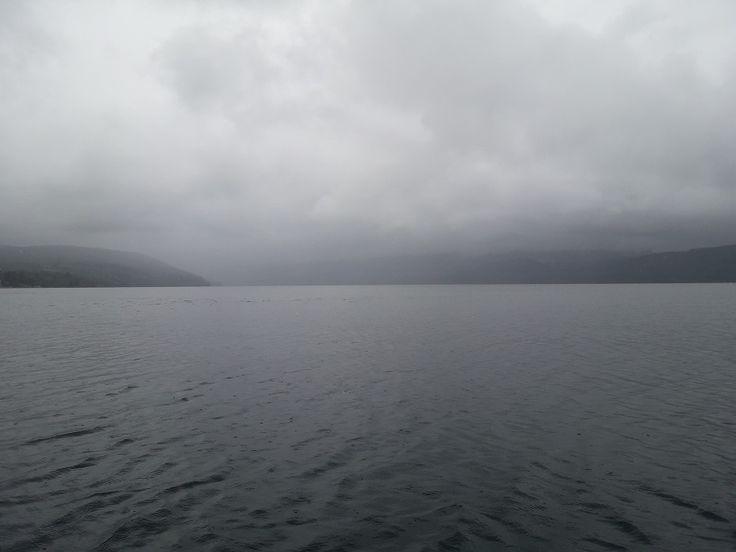 El Lago Lleu Lleu: en lengua mapuche significa derretirse o desmoronarse se ubica en la Provincia de Arauco, Región del Biobío. Está situado en la vertiente occidental de la Cordillera de Nahuelbuta. Este solitario lago es considerado el lago más puro de América Latina, sus aguas son apacibles y está comunicado con el mar. El lago es apto para practicar windsurf, kayak, paseos en bote; como asimismo la pesca de alta calidad, como la pesca de la trucha, el salmón y el pejerrey. #ChileLindo