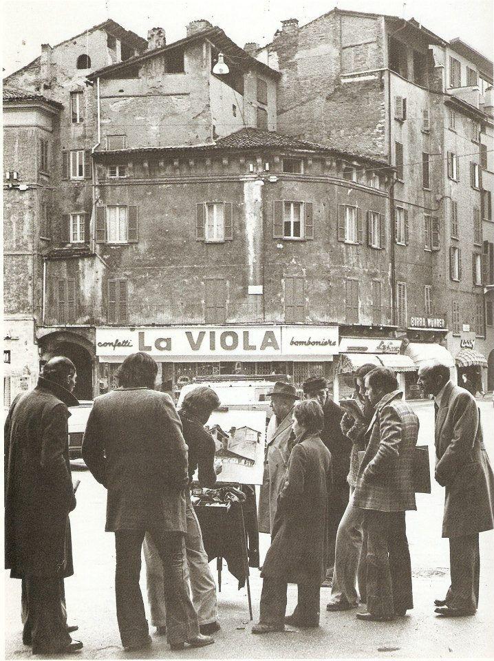 """""""Artista di strada"""" - Piazza Rovetta - metà anni 70 http://www.bresciavintage.it/brescia-antica/arti-e-mestieri/artista-di-strada-piazza-rovetta-meta-anni-70/"""