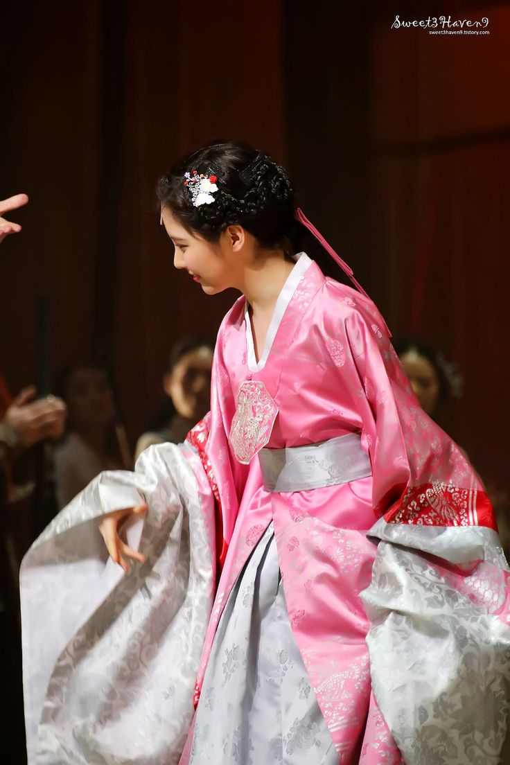 SNSD SeoHyun in Hanbok @ Musical 'The Moon that Embraces the Sun'