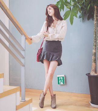 Short and sweet and flirty with an asymmetric edge, this mini skirt is a fun addition to your fall lineup. Pair this ruffled skirt with your favorite sweaters - the ruffled edge will soften your look. - Elastic waistband - Discreet side zipper - Fitted silhouette - Mini length - Flared, ruffle hem - Asymmetric hem - Color: Charcoal