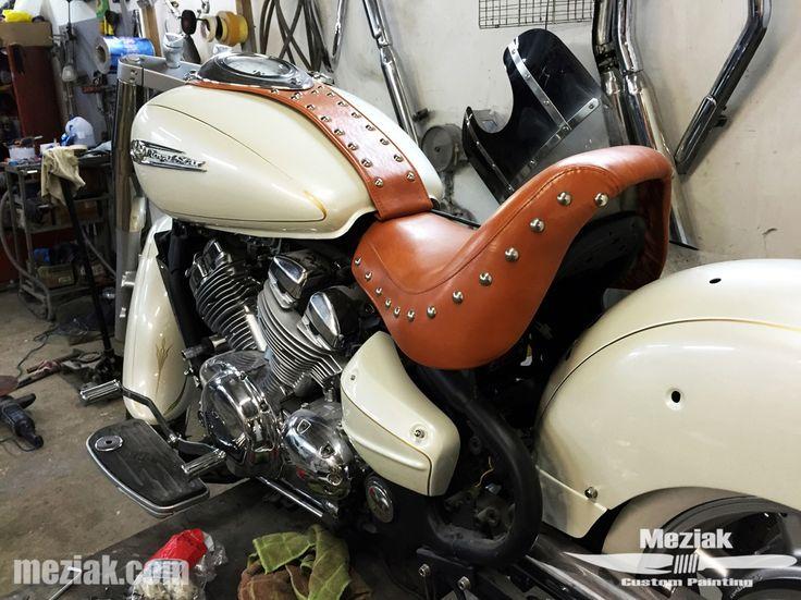 meziak.com painted pinstriping on Harley Davidson for Shifcustom.com
