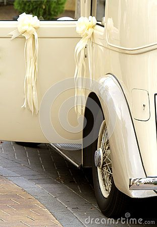Vintage Wedding Car Royalty Free Stock Photography - Image: 27109447