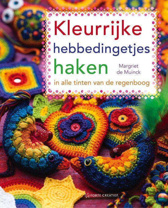 Na het grote succes van Kleurrijke cadeautjes haken is hier een nieuw boek van de hand van Margriet de Muinck: Kleurrijke hebbedingetjes haken. Margriet heeft opnieuw leuke patroontjes ontworpen: e…