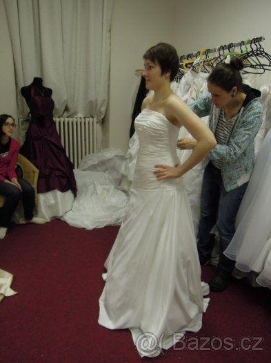 Jednoduché svatební šaty - bílé - vel. 36-38 - 1