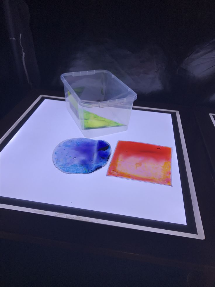 Light and dark coloured sensory shapes