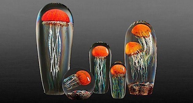 Hyperrealistische Glasskulpturen von farbenfrohen Quallen