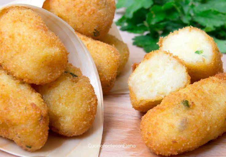 I Cazzilli sono delle crocchette di patate tipiche siciliane preparate senza uova. latte, burro e formaggio. Sono buonissime e semplici da fare, provatele!!