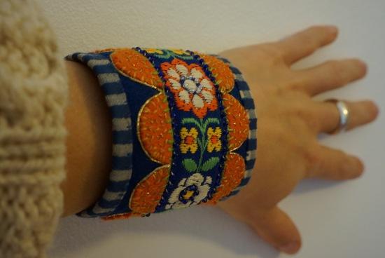 bracelet, woolen embroidery yllebroderi, grannlåtsbroderi