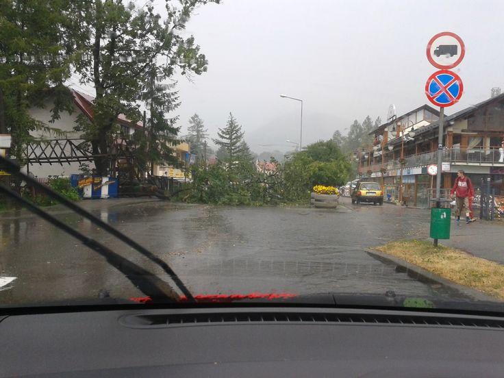 Ktoś prosił o deszcz? Bo właśnie Ustroń nawiedziła potężna ulewa... z gradem... łamiąca drzewa... :P