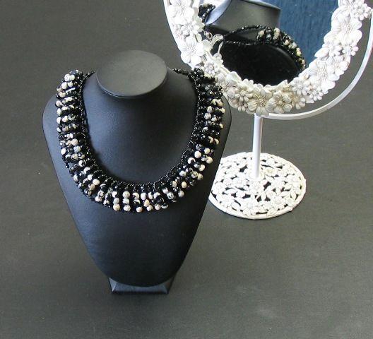 Babero para looks blanco y negro de Mil Onzas Joyas. #joyas #moda #gemas #collares #zarahome #milonzas