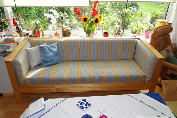 IKEA-Couch rund erneuert mit JAB Anstoetz-Stoff