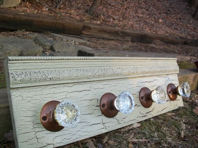 Charming Old Fashioned Glass Door Knob Coat Rack