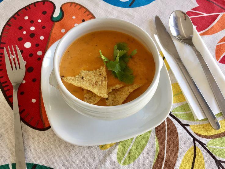 Sopa mexicana de tomate y tortilla de maiz (nachos) https://mycook.es/receta/sopa-mexicana-de-tomate-y-tortilla-de-maiz-nachos