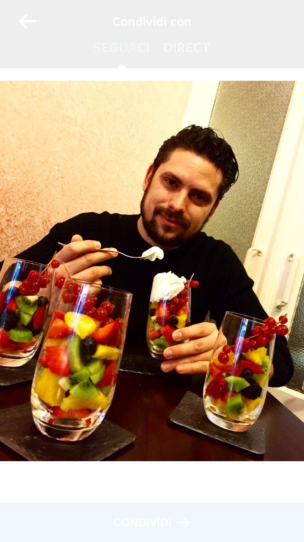 Macedonia di frutta  Ananas kiwi fragole mirtilli more e per i più golosi panna montata Pagni... #onlycusustyle