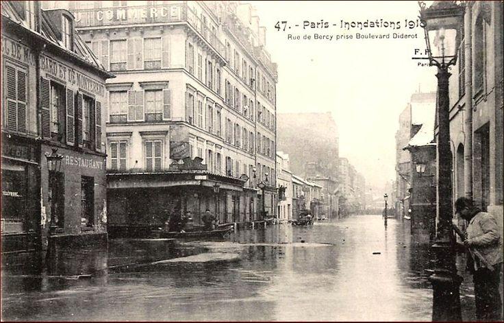 La rue de Bercy vue depuis le boulevard Diderot lors des inondations de fin janvier 1910  (Paris 12ème)