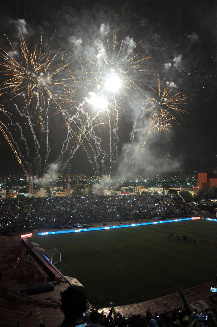 Una emotiva postal del último juego de Rayados en el Estadio Tecnológico.