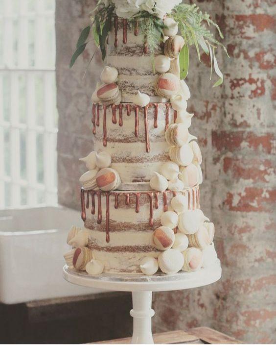 Halbnackte Kupfertorte mit Vanille-Kaffee-Macarons und Baiser   – Braut Hochzeitstorten