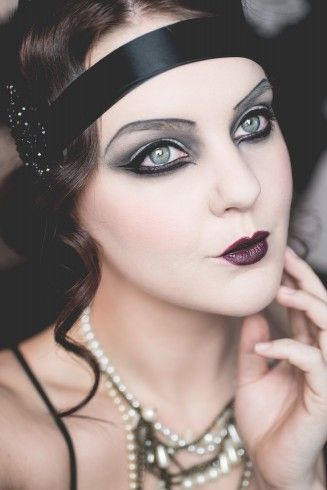 @molkan.se looking fab wearing Perfect Moisture Lipstick - Zinfandel, Eye Shadow Palette - Smoky Eyes, Cake Mascara - Black and Perfect loose Powder - Transparent. #halloween #20s #look #inspo #makeup #isadora