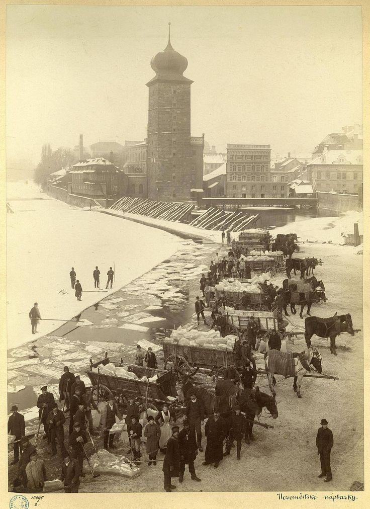 Jindřich Eckert : Ledaři v Praze před Šítkovským mlýnem /1885/