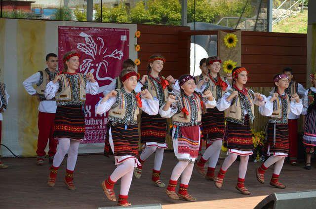Kultura i muzyka Kresów królowały w Mrągowie Od piątku do niedzieli Mrągowo było małą ojczyzną kresowiaków, którzy przyjechali tu z Białorusi, Litwy i Ukrainy na 19. Festiwal Kultury Kresowej.  Przeczytaj cały tekst: Kultura i muzyka Kresów królowały w Mrągowie - Mrągowo http://mragowo.wm.pl/167240,Kultura-i-muzyka-Kresow-krolowaly-w-Mragowie.html#ixzz2blF1zGr6