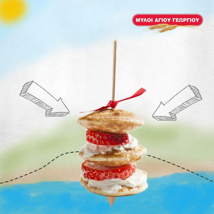 Λαχταριστές μπουκίτσες με mini pancakes, φετούλες φράουλας και σαντιγί! Μμμ… Δοκιμάστε τις μαζί με τα παιδάκια σας!  #myloiagiougeorgiou #pancakes #strawberry #dessert