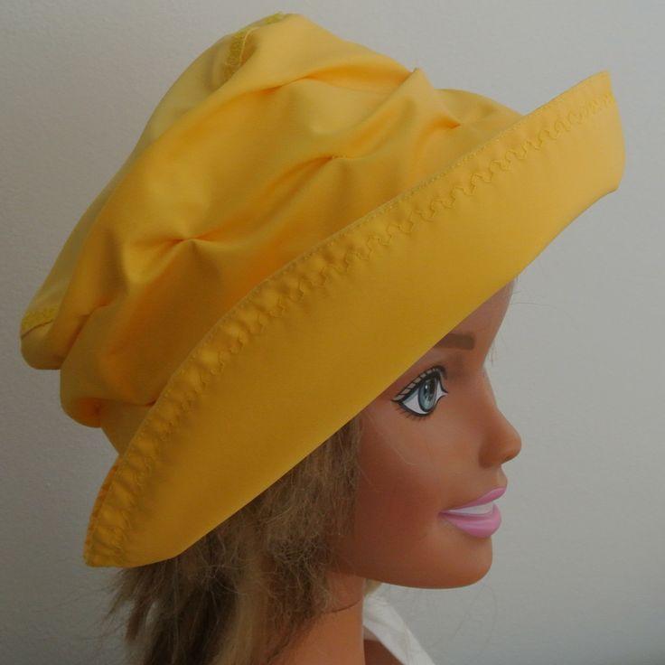 Chapeau imperméable jaune d'or. : Mode filles par gouffier-deco