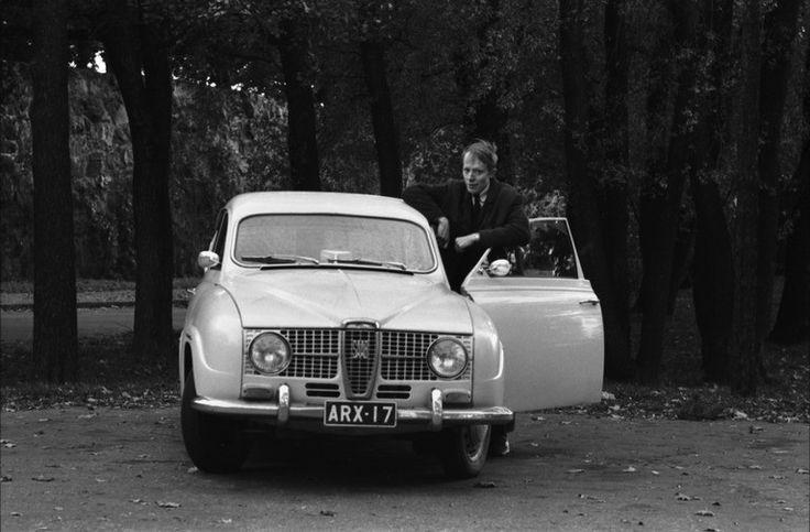 Hiekkarannantie_Mies_Saab-merkkisen_henkiloauton_ovella_Hietarannan_laidalla_1970_Kuva_Simo_Rista_Helsingin_kaupunginmuseo.jpg (768×504)