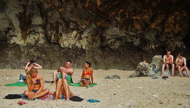 https://flic.kr/p/f1ox5q | sunbathe @ uluwatu beach