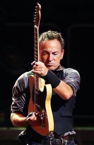 Bruce Springsteen (Bruce Frederick Joseph Springsteen, Long Branch, 23 settembre 1949) è un celebre cantautore e chitarrista statunitense. «The Boss», come è sempre stato soprannominato, è uno degli artisti più conosciuti nell'ambito della musica contemporanea, considerato uno dei più rappresentativi fra i musicisti rock.