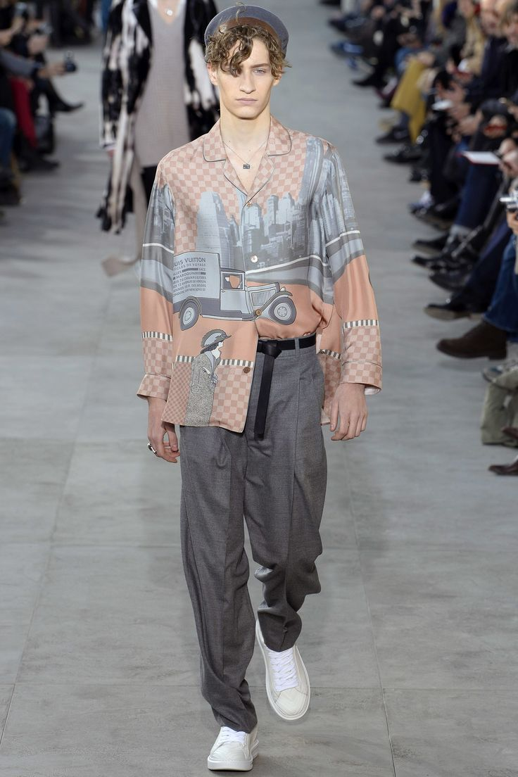 See the complete Louis Vuitton Fall 2017 Menswear collection.