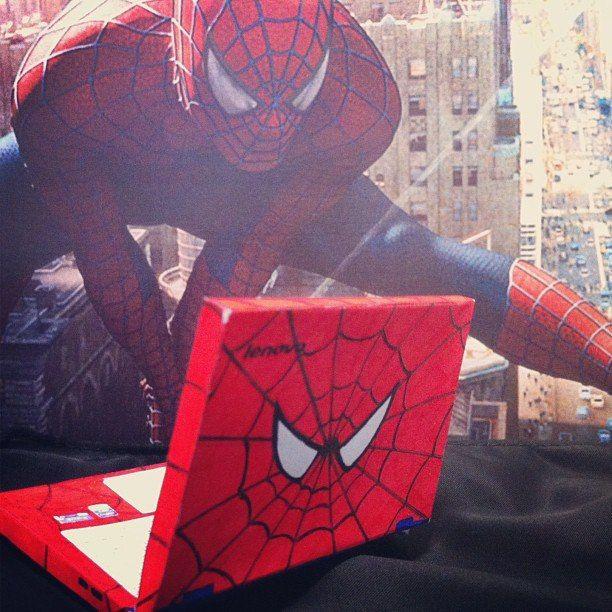 Nuestro fan Steven desde Instagram compartió esta creativa foto. Spiderman y una Lenovo son los protagonistas. www.lenovo.com/ar