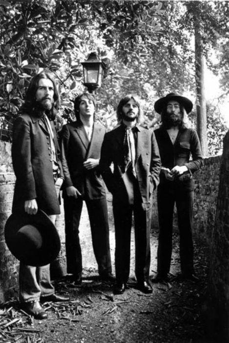 The Beatles last photo session. | hippies | john lennon | pul mcartney | tees | garden | nature | boy band