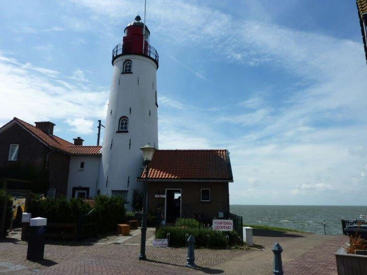 ~The lighthouse at Urk~