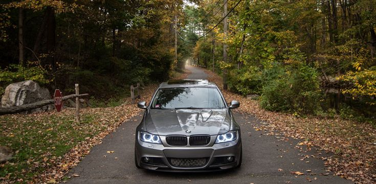 The E90 LCI Carbon Fiber M-Tech Splitters (BMFS9022) give your BMW E90 335i 328i an aggressive styling for the front bumper.