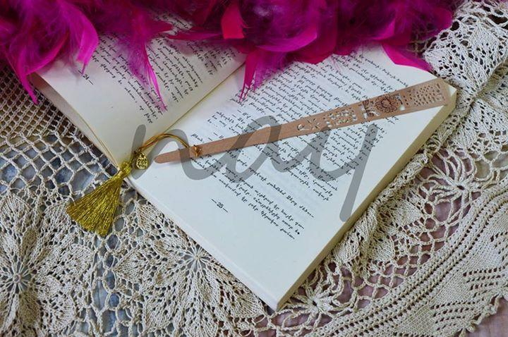 Elegant Chic Gold Tassel Lady Bookmark BM14 from nay handmade by DaWanda.com