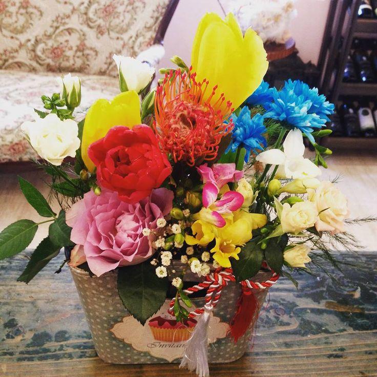 Colored flowers purse by Atelier Floristic Aleksandra concept Alexandra Crisan
