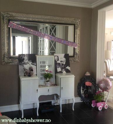 Gangen er pyntet og klar til baby shower fest! For tips eller produktene på bilde, besøk www.dinbabyshower.no