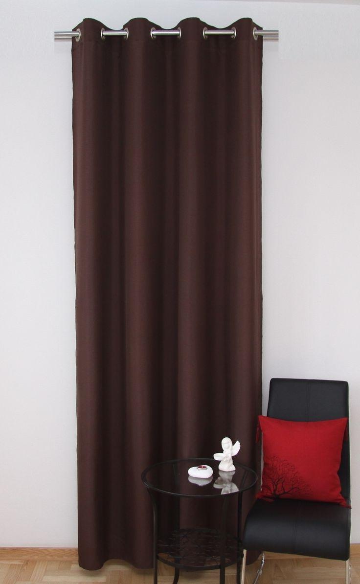 Okenné závesy hnedej farby do spálne