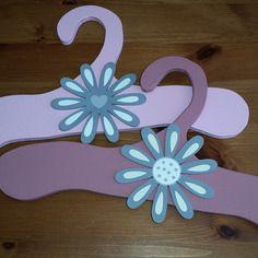 Cintres fleurs rose enfants et bébés - bois fait main