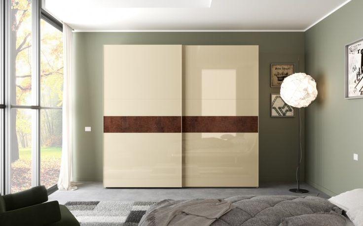 Un modello semplice di armadio in bianco brillante e un po' di rovere per un design moderno nella camera da letto moderna. Vieni nei nostri negozi!