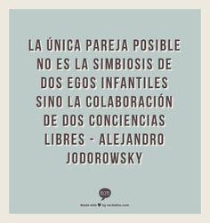 La única pareja posible no es la simbiosis de dos egos infantiles sino la colaboración de dos conciencias libres - Alejandro Jodorowsky