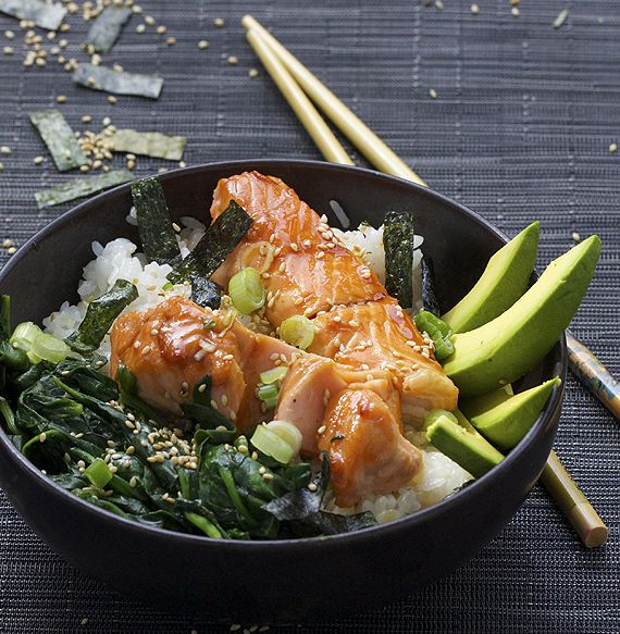 TERIYAKI SALMON RICE BOWL with SPINACH and AVOCADO - Panning The Globe